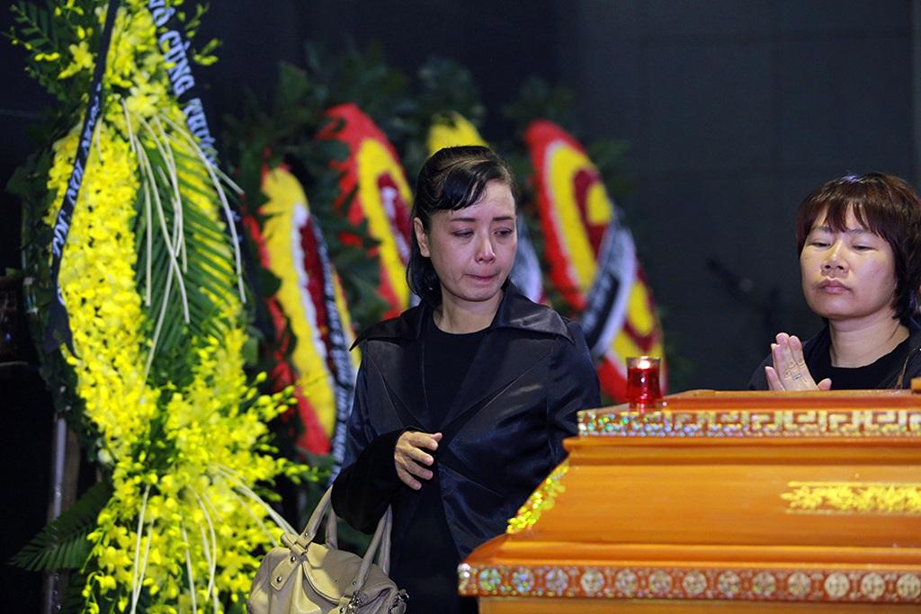 Diễn viên Chiều Xuân nghẹn ngào. Vợ chồng chị và nhạc sĩ Lương Minh có mối quan hệ rất thân thiết