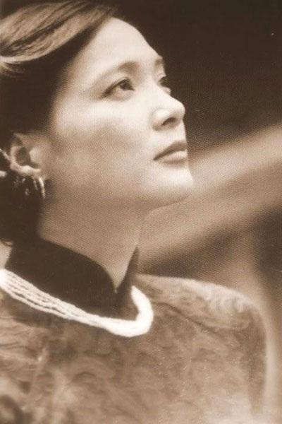Vẻ đẹp dịu ngọt, đáng yêu của Lê Khanh khiến bao trái tim nhung nhớ