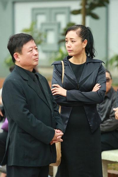 Nhạc sỹ Đỗ Hồng Quân và vợ, diễn viên Chiều Xuân trong đám tang nhạc sỹ Lương Minh cách đây vài tuần