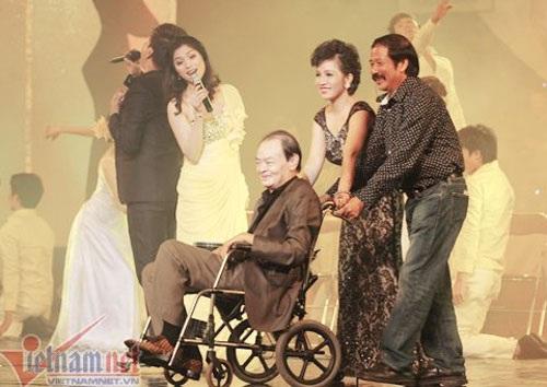 Nhạc sỹ Thanh Tùng ngồi xe lăn nhiều năm nay