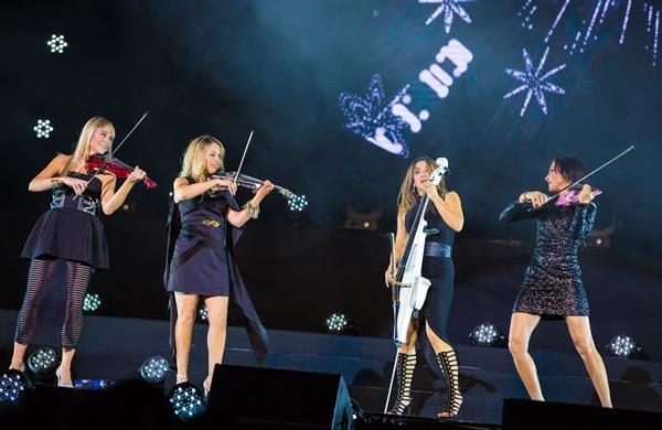 Bond là nhóm nhạc đầu tiên trên thế giới theo đuổi dòng nhạc cổ điển giao thoa