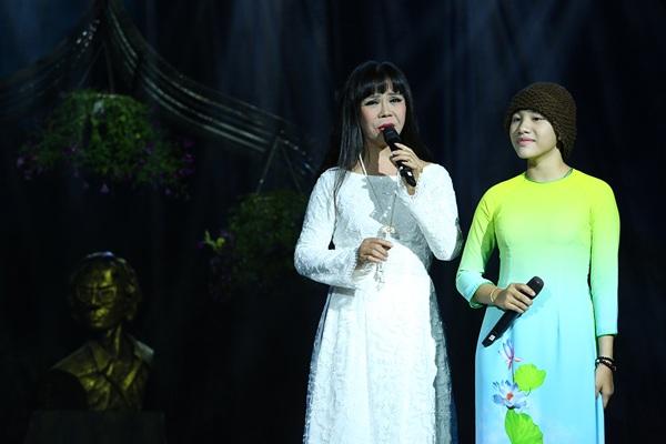 """""""Bống"""" Hồng Nhung đeo kính trên sân khấu hát nhạc Trịnh - 13"""