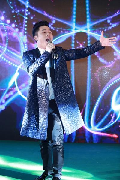 Đặc biệt chương trình còn có các nghệ sĩ nổi tiếng Việt Nam tham gia trình diễn như: Tùng Dương cũng mang đến những ca khúc được thể hiện thành công: Chiếc khăn Piêu, Gửi gió cho mây ngàn bay