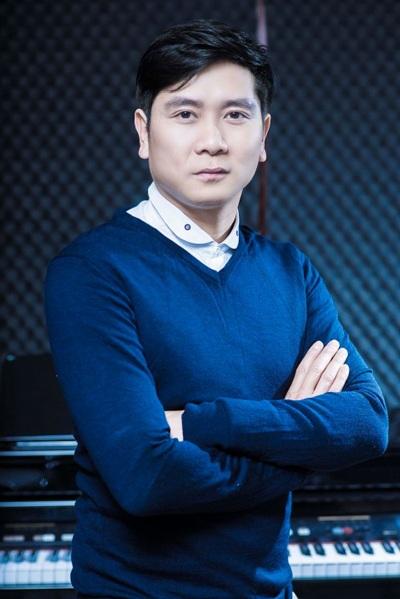 Nhạc sĩ Hồ Hoài Anh ngày càng mát tay với vai trò sản xuất âm nhạc.
