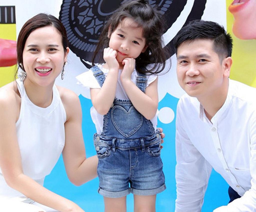Gia đình hạnh phúc của Hồ Hoài Anh- Lưu Hương Giang. Vị nhạc sĩ chia sẻ, vợ anh sắp sinh con thứ 2.