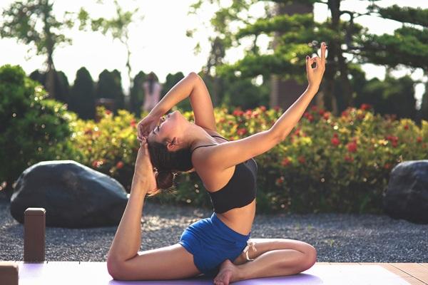 Diễn viên Vân Anh khoe thân hình quyến rũ trong bộ ảnh Yoga - 4