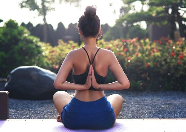 Diễn viên Vân Anh khoe thân hình quyến rũ trong bộ ảnh Yoga - 5