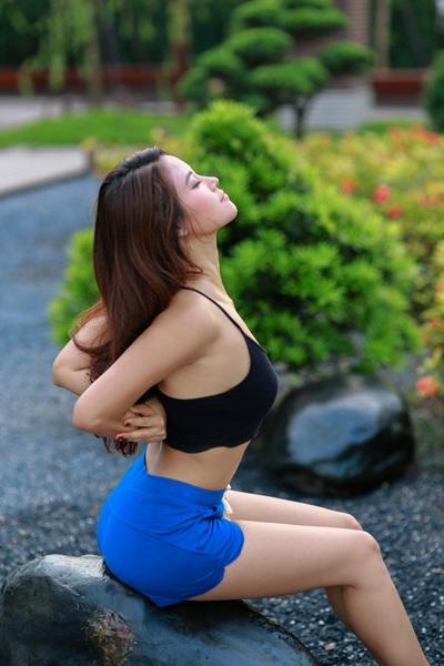Diễn viên Vân Anh khoe thân hình quyến rũ trong bộ ảnh Yoga - 8