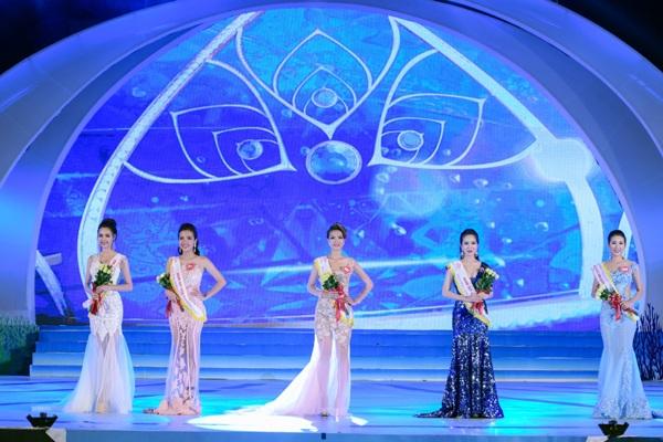Top 5 người đẹp tham gia phần thi ứng xử trong đêm chung kết diễn ra ngày 21/5