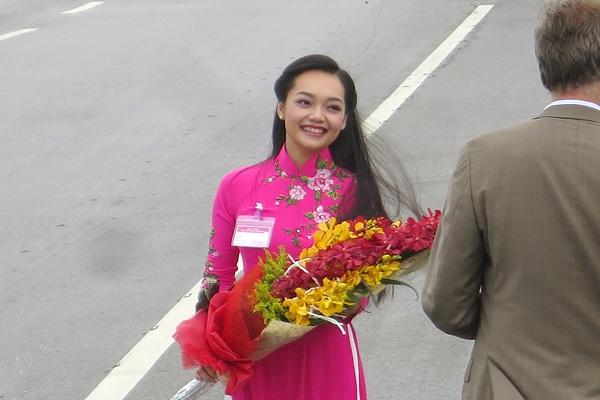 Điều chưa biết về cô gái  Việt tặng hoa cho Tổng thống Obama - 3