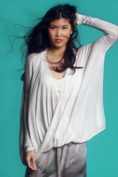 Sở hữu một thân hình chuẩn, vẻ đẹp đậm chất Á Đông - so với nhiều cô gái mang vẻ đẹp lai phương Tây khác, Mindy Ngọc Minh Trần trông khá khác biệt.