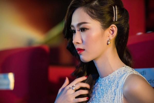 Cận cảnh gương mặt xinh đẹp của Đặng Thu Thảo.