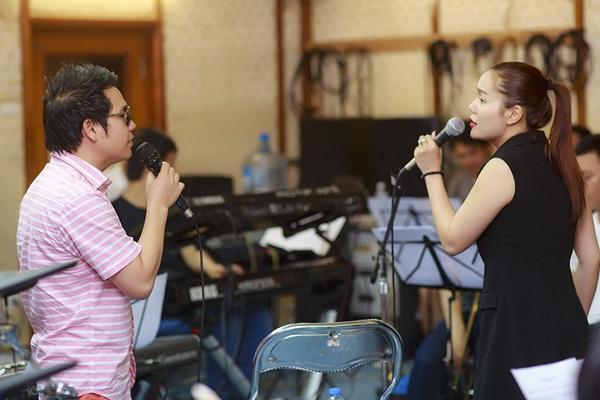 Ngọc Anh tập luyện cùng ca sĩ đàn anh, Trọng Tấn