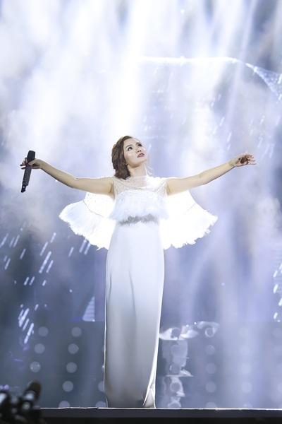 Tạo hình xinh đẹp của Ngọc Anh trên sân khấu
