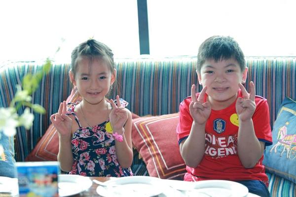 Hai bé: Gia Hân và Lê Quốc Thiện mới phẫu thuật hở hàm ếch nhờ sự giúp đỡ của chiến dịch Nụ cười từ Trái tim.