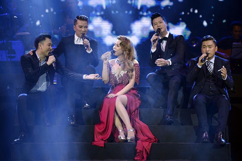 Thanh Thảo hát cùng dàn nam ca sĩ Đàm Vĩnh Hưng, Dương Triệu Vũ, Quang Dũng, Lam Trường.
