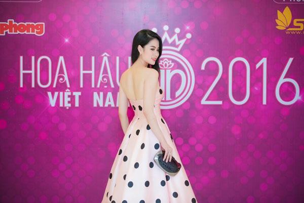 Vẻ đẹp khả ái, trẻ trung của MC- NTK 9X khiến nhiều người lầm tưởng là thí sinh tham dự cuộc thi Hoa hậu Việt Nam 2016.