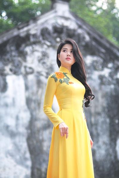 Á khôi thiết kế hơn 100 bộ váy cho Hoa hậu Việt Nam - 3