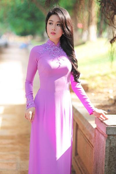 Một số hình ảnh về người đẹp Bùi Phương Linh.