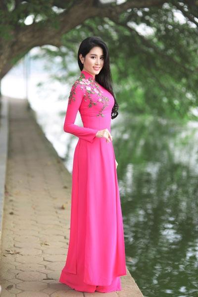 Á khôi thiết kế hơn 100 bộ váy cho Hoa hậu Việt Nam - 4