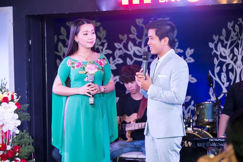 """Mai Trần Lâm song ca cùng Hải Yến ca khúc """"Nối lại tình xưa"""" ."""