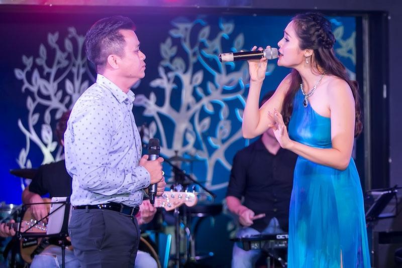 Phần song ca của các khách mời Lê Trinh – Tuấn Cường với ca khúc Gõ cửa trái tim (Vinh Sử).
