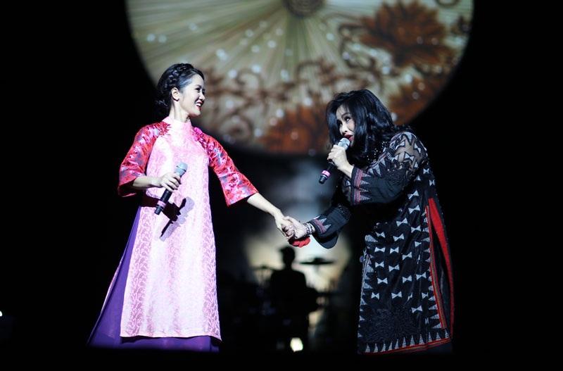 Không chỉ diễn chung trên sân khấu, đến giờ hai Diva đã có sự đồng cảm và chia sẻ với nhau ngoài cuộc sống (Ảnh: Trang Đỗ)
