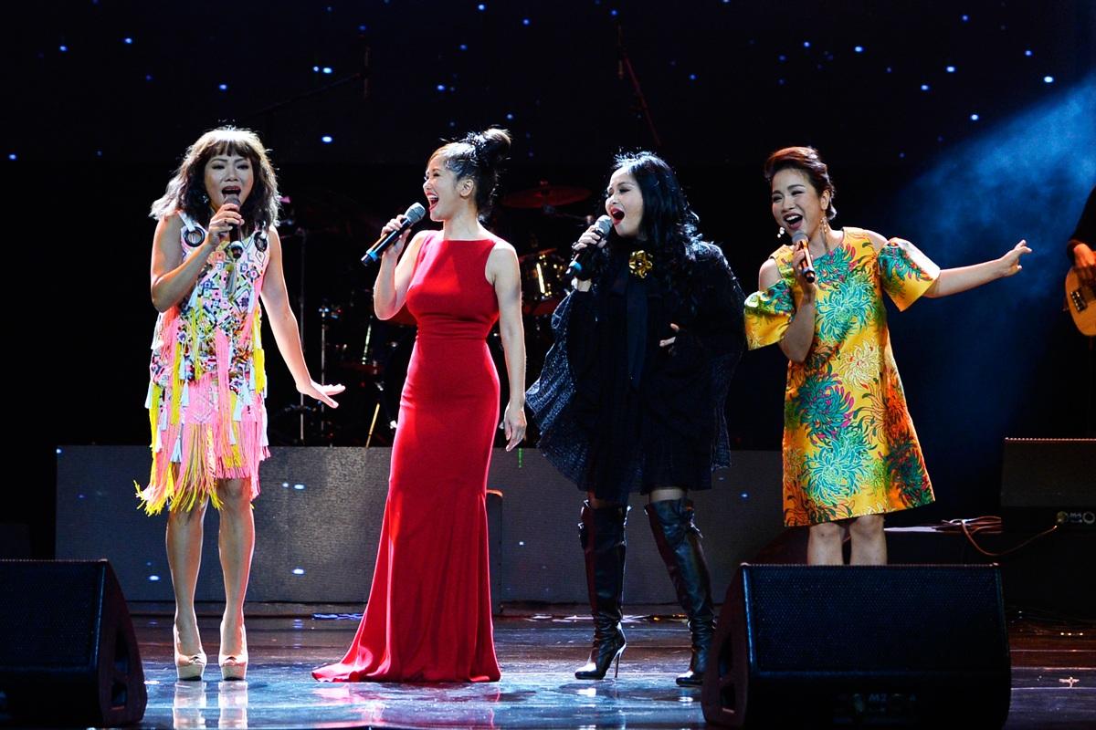Khoảnh khắc đẹp của 4 Diva khi đứng chung một sân khấu. 4 ca sĩ với 4 phong cách riêng đậm dấu ấn cá nhân và đều cuốn hút.