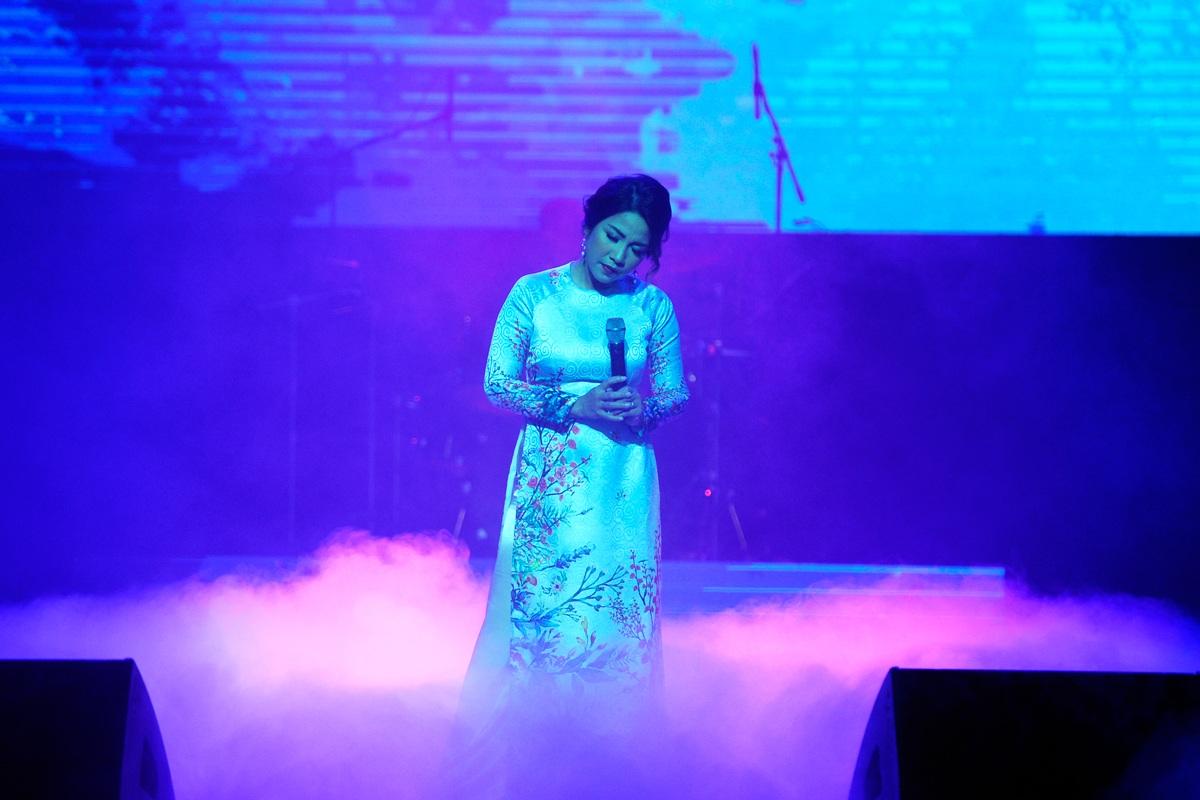 Mỹ Linh được đánh giá là ca sĩ sở hữu giọng hát đẹp. Trong suốt chiều dài sự nghiệp, chị đã phát triển bằng cảm thức sống tích cực. Chị đã thổi vào nền âm nhạc Việt một hơi thở lành mạnh, mang đến cho người nghe niềm tin yêu cuộc sống. Điều đó lý giải vì sao giọng hát của Mỹ Linh tồn tại bền lâu trong làng nhạc Việt.