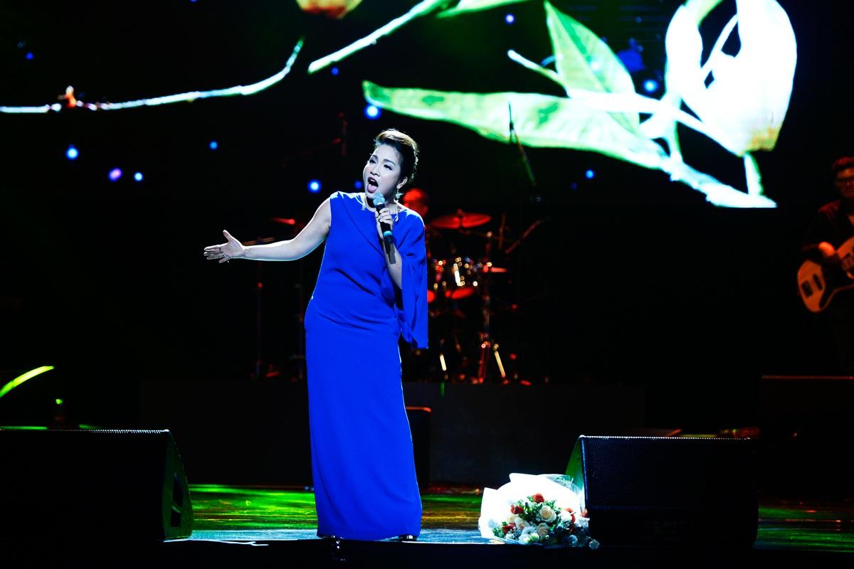 Trong bộ tứ Diva, Mỹ Linh luôn là nốt nhạc cân bằng và dễ nghe. Chính sự khiêm tốn, giản dị của Mỹ Linh kể cả trên sân khấu lẫn cuộc sống đời thường khiến chị được khán giả và đồng nghiệp yêu mến.