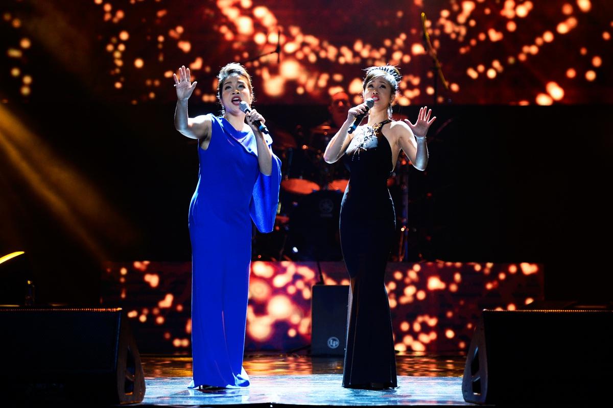 Mỹ Linh- Hồng Nhung không chỉ song ca ăn ý trên sân khấu mà còn là những chị em thân thiết, quý trọng ngoài cuộc sống.