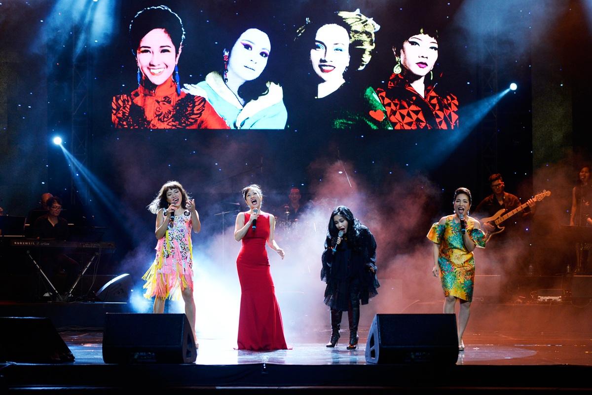 4 Diva kết chương trình với ca khúc Cám ơn mùa thu của nhạc sĩ Thanh Tùng.