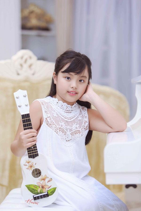 Con gái Thúy Hạnh, bé Suti càng lớn càng đáng yêu.