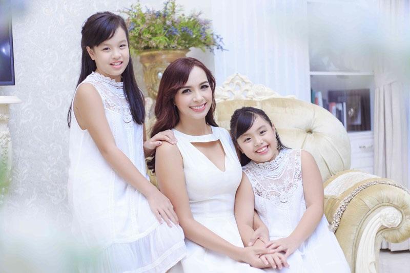 Thúy Hạnh và hai con gái
