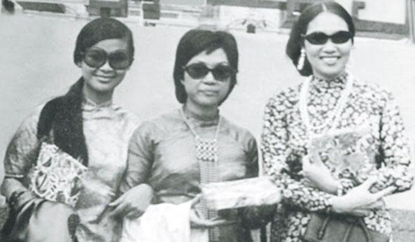 Từ trái qua: Khánh Ly, Lệ Thu, Thái Thanh- 3 giọng ca nổi tiếng Sài Gòn là những người bạn thân thiết ngoài đời.
