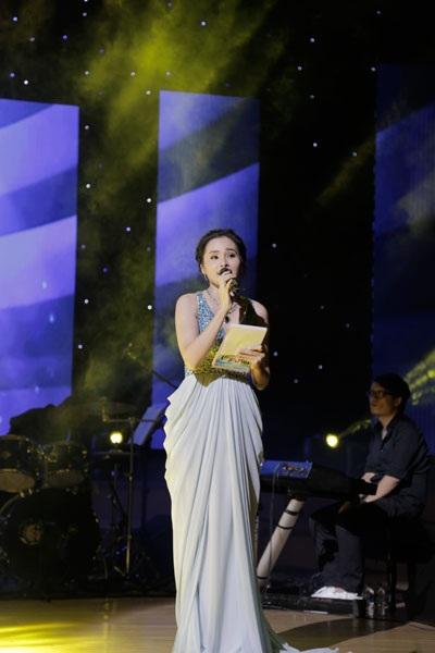 MC- Ca sĩ Lê Trinh, vợ ca sĩ Lê Anh Dũng.