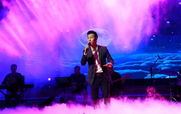 """Ca sĩ Lê Anh Dũng da diết và đầy cảm xúc với ca khúc """"Kỳ diệu""""."""