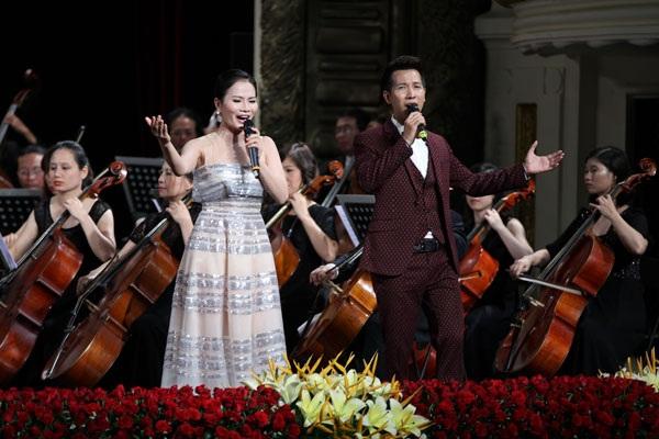 Ca sĩ Thành Lê- Lê Anh Dũng thăng hoa trong chương trình hòa nhạc Điều còn mãi.