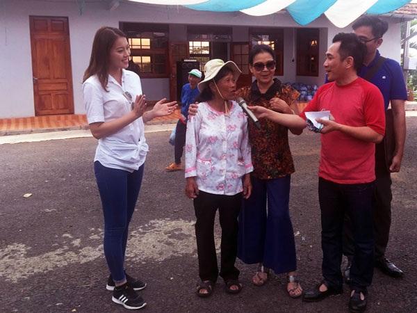 Một số hình ảnh Thúy Hằng cùng Khánh Ly và các nghệ sĩ chia sẻ, giao lưu với các bệnh nhân phong tại Lâm Đồng.
