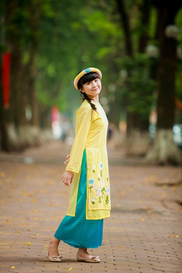 Bé Kim Anh The Voice Kids diện áo dài vui Trung thu - 1