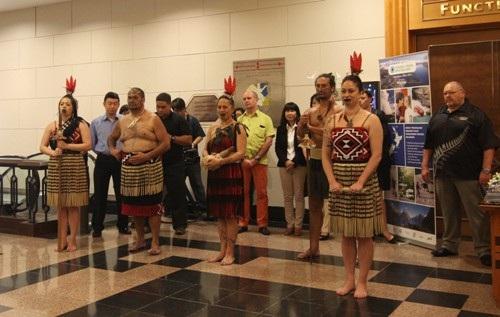 Màn chào hỏi khá ấn tượng của những người làm du lịch New Zealand tại Hà Nội