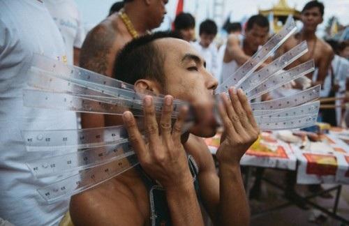 """Tháng 10, sang Phuket xem người Thái """"hành xác"""" rùng rợn - 8"""