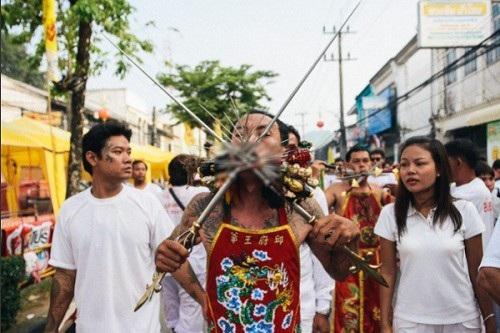"""Tháng 10, sang Phuket xem người Thái """"hành xác"""" rùng rợn - 2"""
