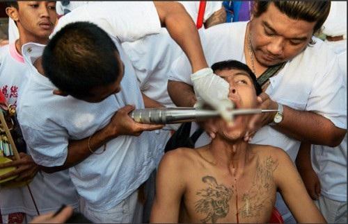 """Tháng 10, sang Phuket xem người Thái """"hành xác"""" rùng rợn - 3"""