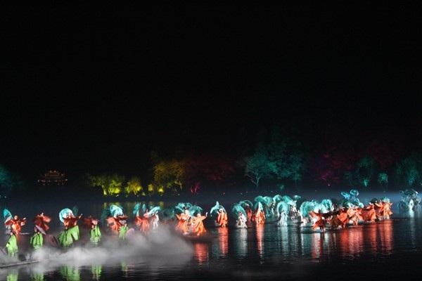 """""""Choáng"""" với show diễn trên mặt nước của 500 diễn viên - 5"""