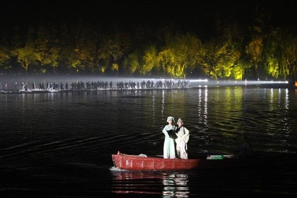 """""""Choáng"""" với show diễn trên mặt nước của 500 diễn viên - 10"""