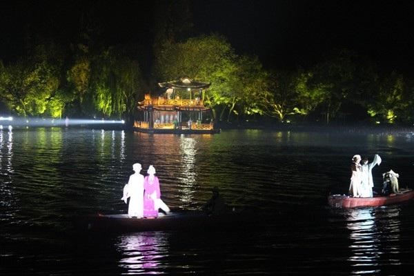 """""""Choáng"""" với show diễn trên mặt nước của 500 diễn viên - 13"""