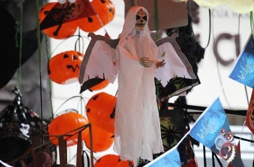"""Không khí của """"Lễ hội ma quỷ"""" rộn ràng góc phố Hà thành - 1"""