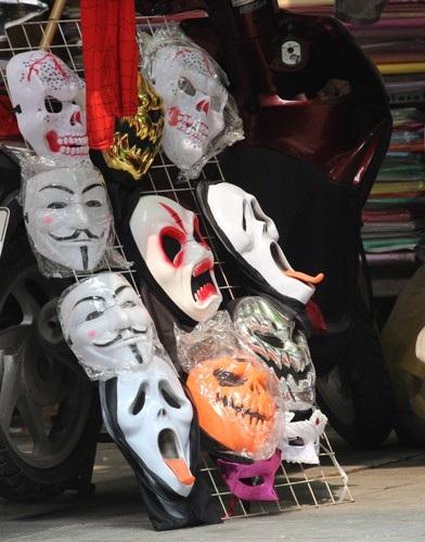 """Không khí của """"Lễ hội ma quỷ"""" rộn ràng góc phố Hà thành - 2"""