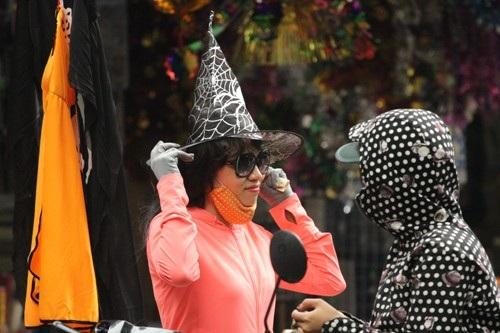 Họ tỏ ra rất hào hứng với lễ hội Halloween
